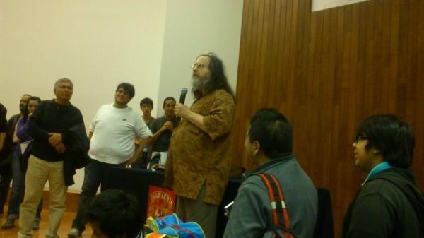 Richard-Stallman-contestando-preguntas